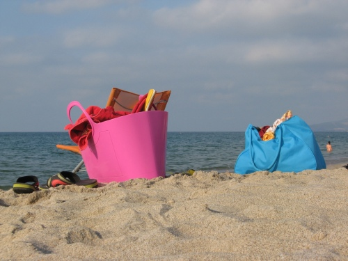 "Can someone please make a cocktail called ""Reading on the Beach""?"
